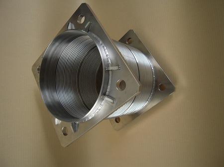 LNGプラント配管の軸方向伸縮・軸直角変位を吸収するベローズ伸縮管