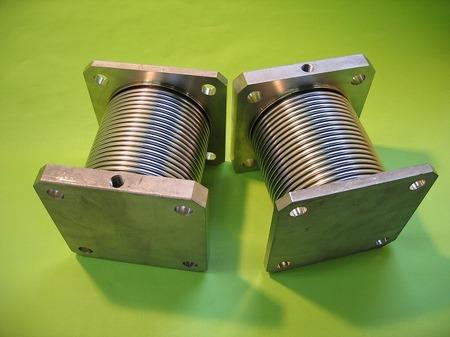 両側ブラインドフランジ(閉止フランジ)が取付いた2層ベローズ