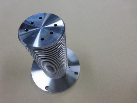 バネ定数の低い金属ベローズ伸縮管
