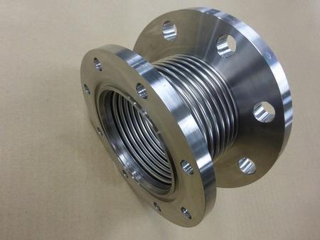 バネ定数の低い金属ベローズ伸縮管(板厚0.15mm)