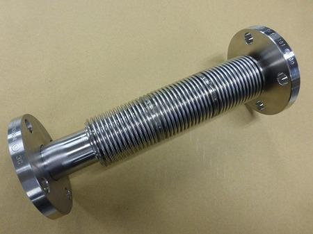 窒素ガスの配管に使われる内筒付多層ベローズ伸縮管