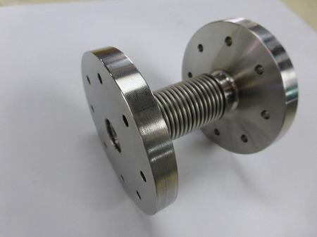 液体窒素配管に使われた内筒付多層ベローズ