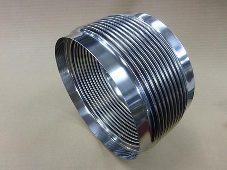 バネ定数の低い 両端末がストレートのベローズ伸縮管