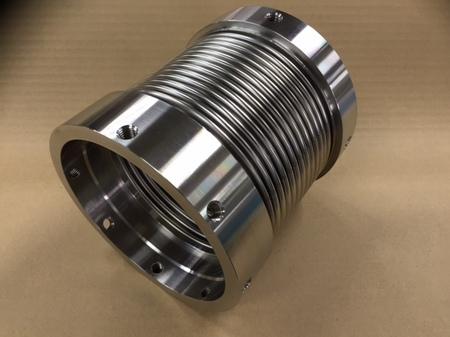 日に2回 軸直角方向に変位がある配管に取り付けれれるベローズ伸縮管
