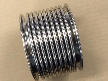 飽和蒸気の配管シール用に使われる4層ベローズ