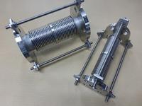 面間わずか250mmで縮量50mmを吸収できる内筒式伸縮管